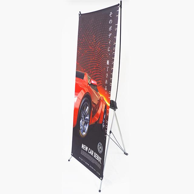 イベントや店内装飾などシーンを選ばずローコストで高い宣伝効果を発揮する自立式バナースタンド